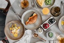Стоит съесть: тостадос с крабом, сморреброд с сельдью, домашний сыр