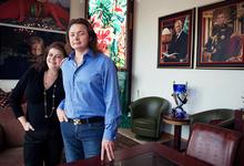 Так и живем: коллекционеры Екатерина и Владимир Семенихины показывают свою домашнюю коллекцию