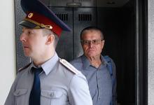 «Неча на зеркало пенять»: Улюкаев ответил Сечину эпиграфом к гоголевскому «Ревизору»