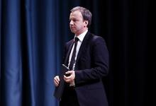 Отбились от рук. Дворкович объяснил скачок цен на бензин «пересменкой» у Медведева