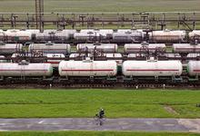 Пломбы на фурах. Путин продлил запрет на транзит товаров из Украины