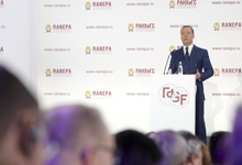 Медведев признал дефицит госслужащих на всех уровнях