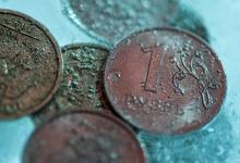 Угроза новых санкций США ударила по рублю и российским акциям