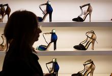 Перенести на ногах: чем обернется маркировка обуви в России