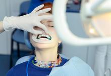 Улыбка с доставкой. Стартаперы из Москвы создали сервис по отбеливанию зубов на дому