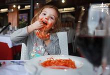 Почему в России не выносят маленьких детей в общественных местах