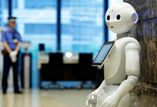 Любовь к машине. За что уволили робота Фабио из магазина в Эдинбурге