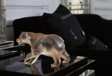 Прозрачный бизнес: как Lalique зарабатывает на вазах, молодежи и черепах
