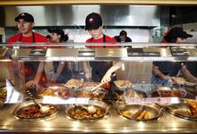 Магнаты фастфуда: сеть китайских закусочных воспитывает из детей лидеров