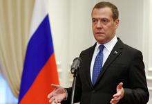 Медведев запретил продавать «Боярышник» дешевле водки