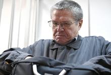 22 кг долларов: в суде взвесили сумку с $2 млн, которую Сечин передал Улюкаеву
