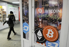 Биткоин ниже $17 000: основатель Litecoin избавился от криптовалюты