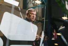 Встроил в «Систему»: Владимир Евтушенков передал сыну долю в бизнесе