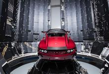 Миллиардер Илон Маск показал полет красного кабриолета Tesla Roadster на Марс