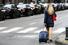 Положите в чемодан дорожную сумку