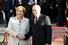 Меркель и Путин позируют фотокорреспондентам