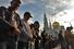 Соборная мечеть не вместила всех желающих совершить намаз, так что тысячи людей молились у стен реконструированного сооружения