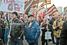 Участники шествия с георгиевскими лентами