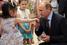 Владимир Путин с пациентами во время посещения центра детской гематологии, иммунологии и онкологии. 1 июня 2011 года.
