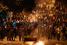 Участники акции протестуют против решения властей вырубить парк Гези в районе площади Таксим и построить на его месте торгово-развлекательный комплекс