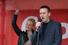 Навальный признался, что не сочинил к митингу новых лозунгов, зато придумал, что можно привлекать к участию в митинге свою вторую половину (на фото с женой Юлией)