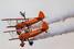 Небесное шоу Breitling Wingwalkers на самолетах Boeing Stearman