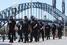 Полиция стягивает дополнительные силы к месту происшествия