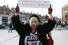 Ведьма мертва: Брикстон протестует