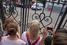 Навального и Офицерова увозят от здания суда