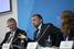 Председатель наблюдательного совета холдинга «Базовый элемент» Олег Дерипаска (в центре)