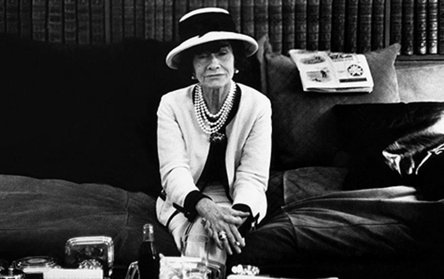 «Ищите женщину в платье»: правила бизнеса Коко Шанель