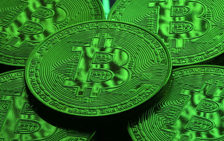 Криптовалютная лихорадка. Фьючерсы на биткоин взлетели на 25% в первый день торгов