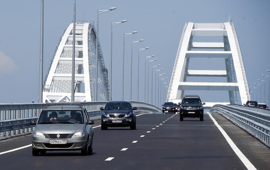 Крымский мост принес Украине миллиардные убытки— Украинский министр