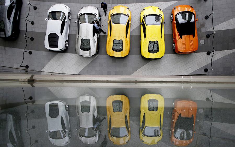 Фото Edgar Su   Reuters. Команда CarGurus из штата Массачусетс создала сайт  по продаже автомобилей ... b086e727701