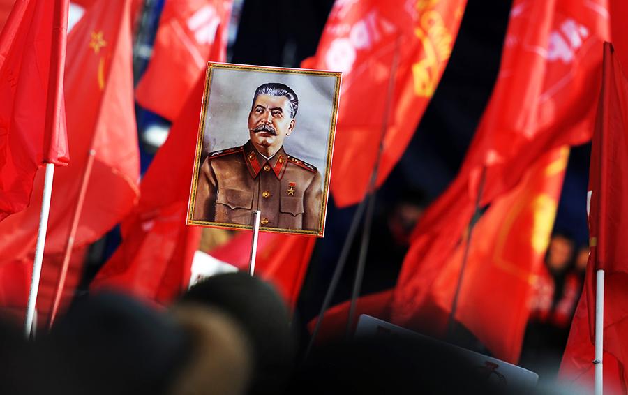 Идеология осажденной крепости: как возрождение сталинизма помешает Путину