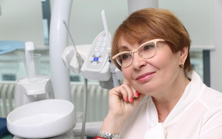 Директор стоматологической клиники знакомый доктор