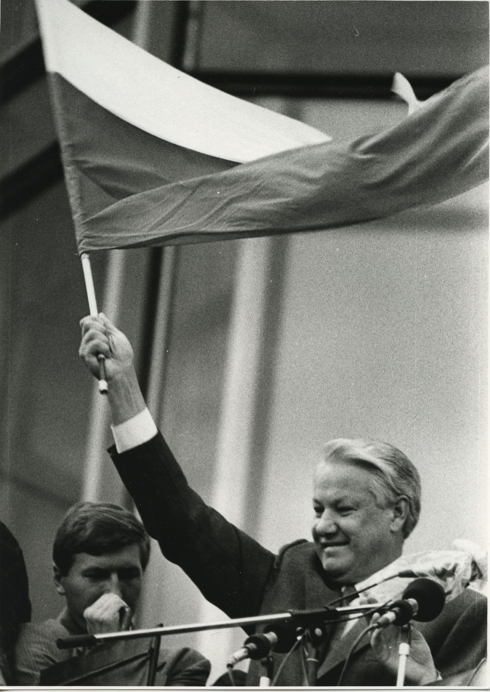 22 августа 1991 года. Борис Ельцин на митинге победы у Белого дома