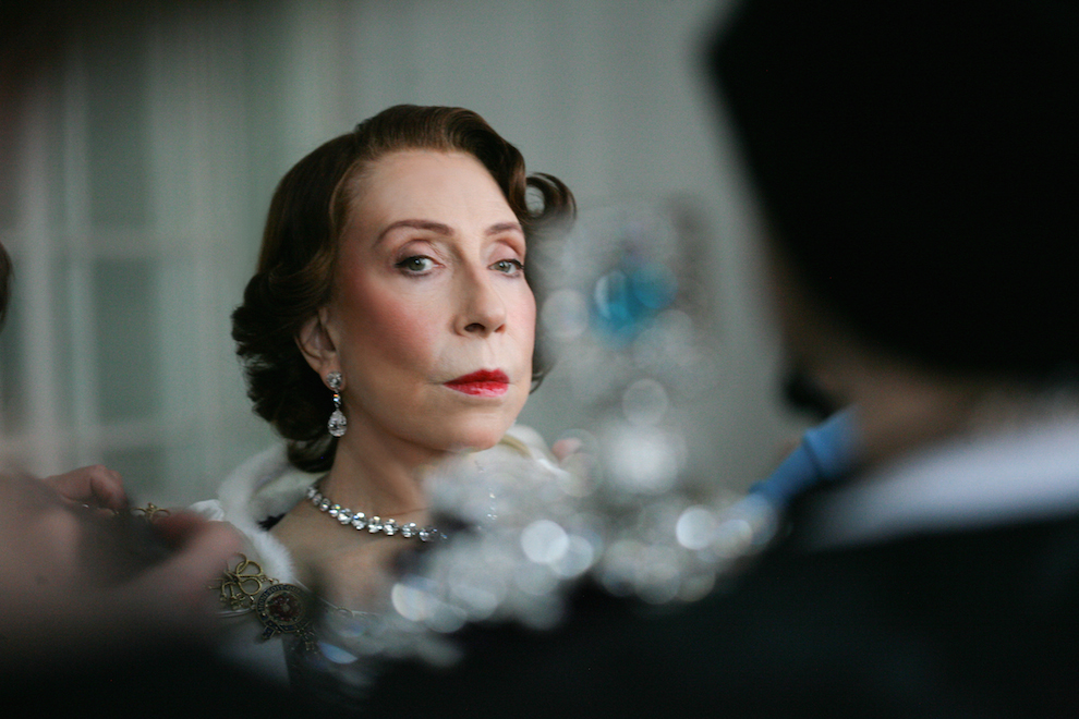 Инна Чурикова в образе Елизаветы II