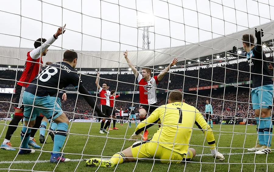 Решающий гол в матче чемпионата Голландии между «Фейеноордом» и ПСВ в феврале 2017-го засчитала электронная система фиксации