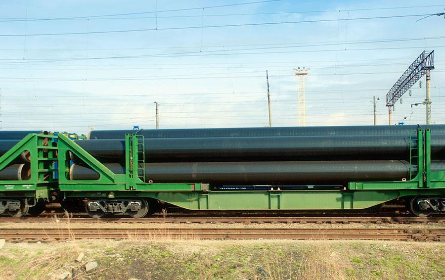 Уже в 2011 году у Карманова был крупнейший парк вагонов-трубовозов — 2300 штук