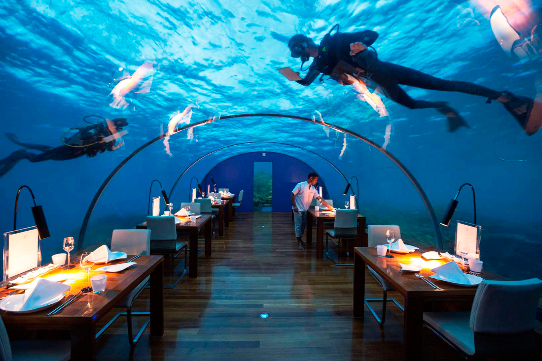 Ресторан «Ithaa Restaurant» на Мальдивах.