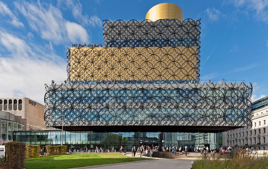 Площадь новой библиотеки — 21 000 кв. м, в здании — 10 этажей.