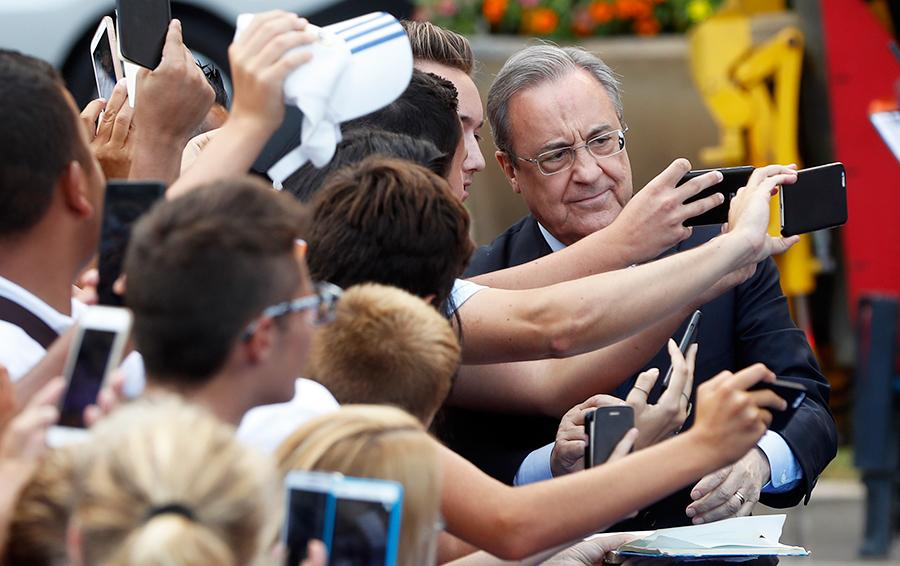 В нулевых, превращая «Реал» в глобальный бренд, Флорентино Перес скупал суперзвезд оптом, теперь у клуба другой приоритет – успешность, футбольная и финансовая