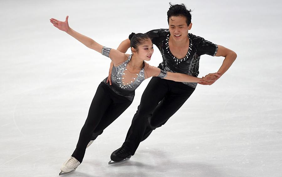 Фигуристы Риом Тай Ок и Ким Чжу Сик из Северной Кореи стали единственными представителями своей страны, заработавшими олимпийскую лицензию. Еще 20 МОК выдал северокорейским спортсменам по политическим соображениям
