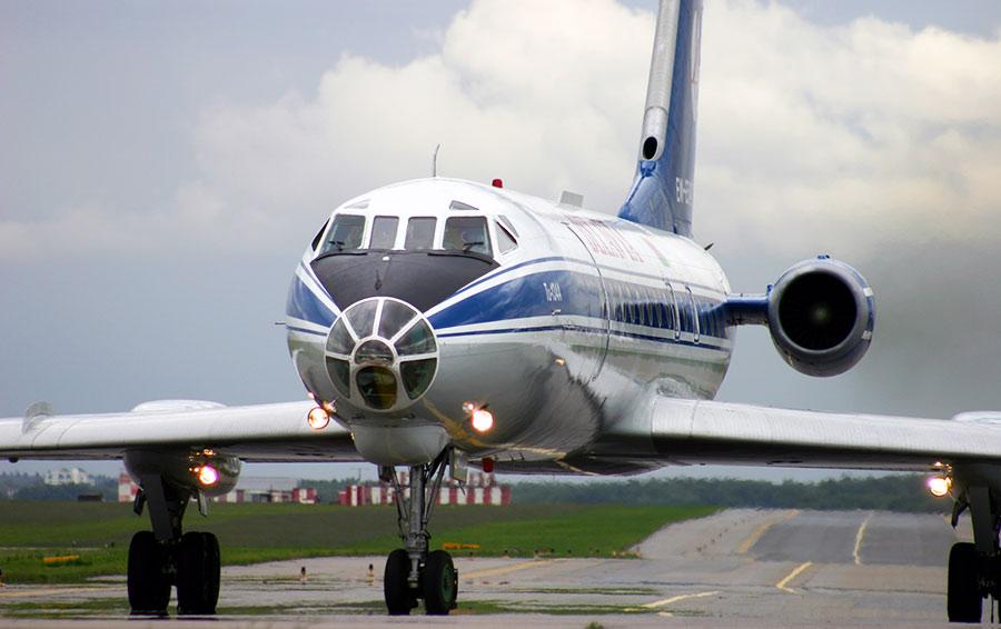 Советский пассажирский самолет Ту-134.
