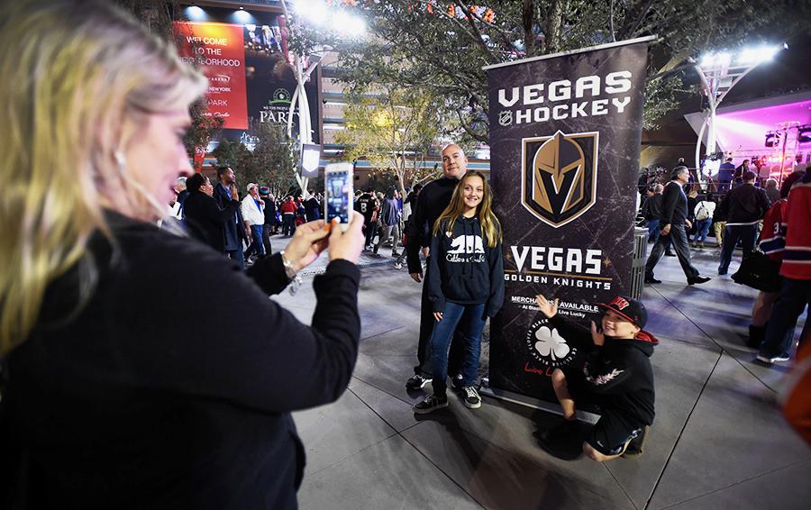 Туристы, приезжающие в Лас-Вегас, – потенциальная аудитория для билетной программы и мерчандайзинга новой команды