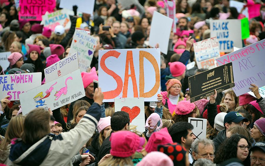 Шествие «Марш женщин» против президента США Дональда Трампа в Вашингтоне.