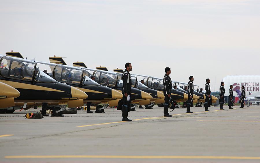 Пилотажная группа Военно-воздушных сил ОАЭ «Рыцари».