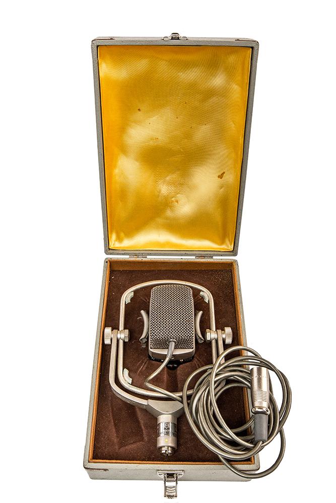Микрофон лондонской студии Abbey Road из коллекции Джорджа Харрисона