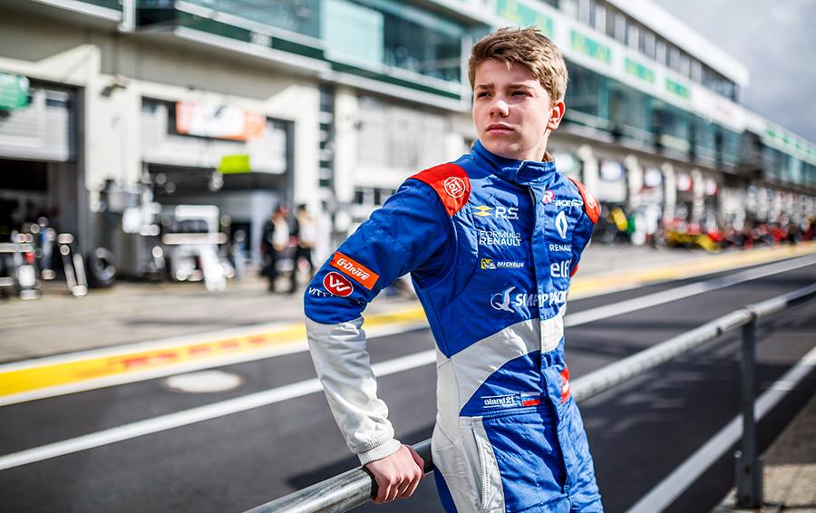 В Ferrari посчитали перспективным 18-летнего россиянина Роберта Шварцмана и осенью 2017-го пригласили юного гонщика в свою академию